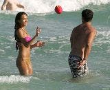 2781_01387_Jessica_Alba_playing_football_on_the_ocean_with_some_friends_Jan__01_064_123_699lo.jpg