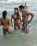 3016_01191_Jessica_Alba_playing_football_on_the_ocean_with_some_friends_Jan__01_012_123_806lo.jpg