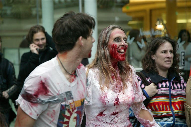 Un flash mob de zombies San Francisco, attention ils mordent !