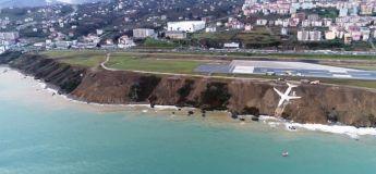 Un avion turc rate son virage et chute dans une falaise près de la mer