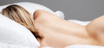 3 raisons pour lesquelles vous devriez dormir nu plus souvent