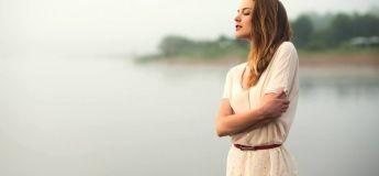 Les raisons pour lesquelles les belles femmes sont plus sujettes à la solitude