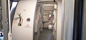 Qu'est-ce qui se passe si la porte de l'avion s'ouvre pendant le vol