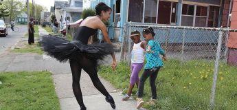 Une danseuse fait découvrir le ballet dans des communautés défavorisées
