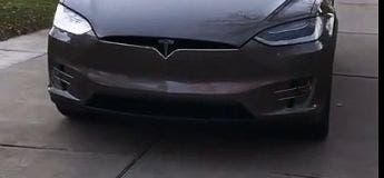 L'Easter Egg de Tesla sur la Model X pour les fêtes de fin d'année