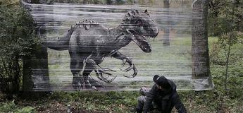 Un artiste dessine des graffitis d'animaux dans la forêt et le résultat est bluffant