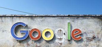 La décadence des géants du web à travers de vieux néons. Une vision du futur ?