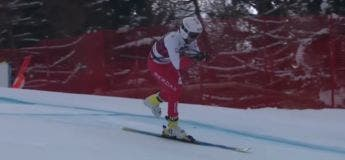 Pawel Babicki, ce skieur qui a terminé sa descente de ski alpin sur un seul ski