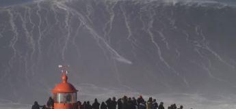 L'énorme vague surfée par Sebastian Steudtner au Portugal
