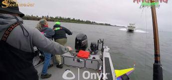 Un bateau de pêche se fait découper en deux par un yacht qui fonce sur eux à pleine vitesse