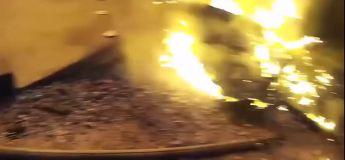 Un pompier attrape un enfant jeté du 3e étage pendant un incendie