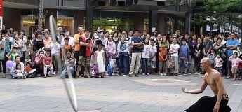 Un spectacle de rue renversant par cet artiste asiatique