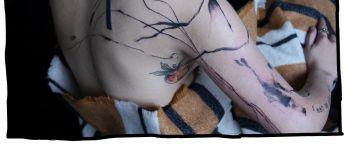 Métamose, le tatoueur parisien qui transforme la peau en poésie