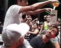 Le magicien de la bière Chilien qui a laissé tout le monde fou dans un bar de Santiago