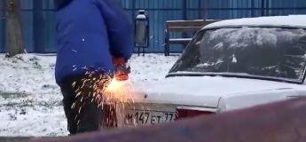 Pas de place sur ce parking en Russie ? Cet homme a la solution !