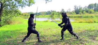 Combat avec des épées du Moyen Age version BADASS