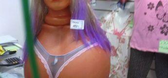 Quand les vitrines des magasins exposent des mannequins réalistes, c'est hilarant
