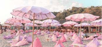 Ouverture d'une plage paradisiaque aux Philippines sure le thème des licornes