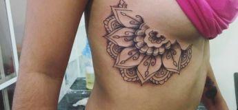 25 exemples de tatouage sur le coté des seins