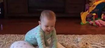 Trop mignon : ces 2 bébés rejouent les scènes de ce dessin animés