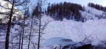 Une énorme avalanche déclenchée à Tignes (Combe de la Leisse Glacier)