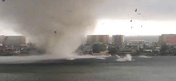 Une tornade se rapproche de cet appartement Floridien et effraye ses occupants
