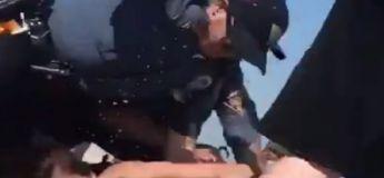 La police américaine passe à tabac une jeune mère de famille lors d'une arrestation musclée