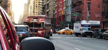 Bientôt dans nos villes : un conducteur refuse de laisser passer les pompiers parce qu'il «attendait une place»