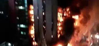 Les images terrifiantes d'un gratte-ciel de Sao Paulo en feu et de son effondrement