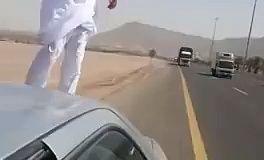 Nouveau délire à Dubaï : Jouer à la corrida avec des semi-remorques lancés à toute allure