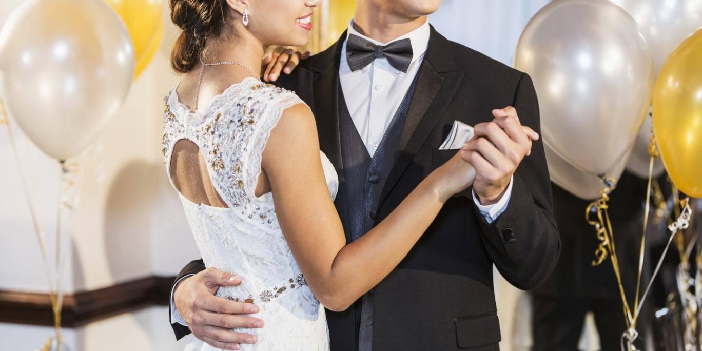 elle remarche nouveau lors de son bal de promo pour faire une surprise son copain. Black Bedroom Furniture Sets. Home Design Ideas