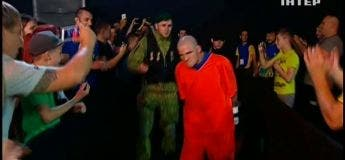 Denys Berinchyk surprend tout le monde avec son entrée étonnante sur le ring