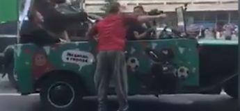 Des images troublantes d'un ours jouant du vuvuzela dans une jeep en Russie font le buzz