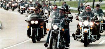 126 bikers escortent une adolescente harcelée à son bal de fin d'année