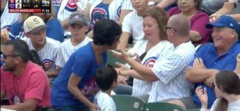 Un homme vole la balle de base-ball d'un enfant pour la donner à sa femme