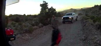 Des motards aventuriers tentent d'entrer dans la zone 51 par une porte arrière cachée…