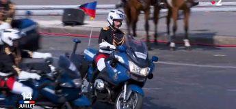 Deux motos se percutent lors du défilé du 14 juillet (vidéo)