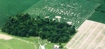Un labyrinthe géant dans un champ de maïs en hommage à Stranger Things dans l'Indiana
