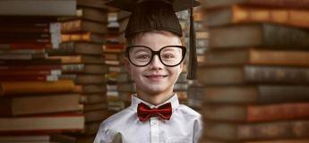 Un garçon âgé de 8 ans obtient son bac et songe à suivre des études d'ingénieur