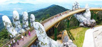 Le Golden Bridge du Viêtnam, soutenu par des mains en pierre géantes