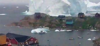 Timelapse dingue d'un gigantesque iceberg qui se déplace sur la côte du village d'Innaarsuit (Groenland)