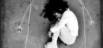 Mythe : Une orpheline irakienne a dessiné sa mère sur le sol et s'est endormie sur sa poitrine
