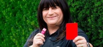 La première femme transgenre à arbitrer un match de football professionnel