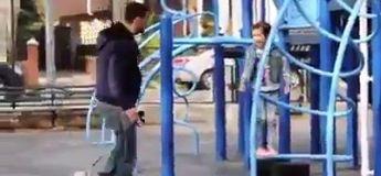 Avec l'accord des mamans, cet homme montre à quel point les enfant sont facilement kidnappables