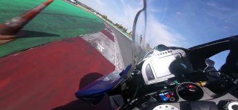 A fond les manettes ! Sur sa Yamaha R6, Corentin Perolari «découvre» le circuit de Magny-Cours