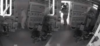 Il se prend pour un ninja et se cache magnifiquement avant l'arrivée des policiers du Raid