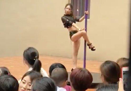 show pole dance en maternelle