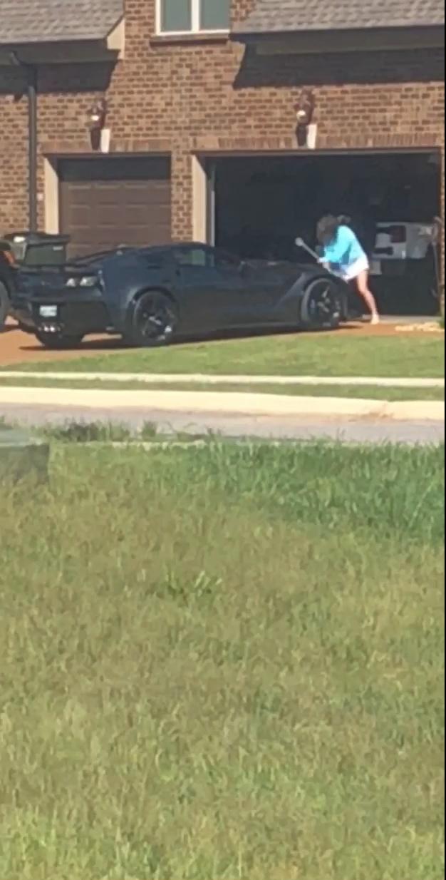cette homme n 39 aurait pas du tromper sa femme ou aurait du planquer sa nouvelle corvette. Black Bedroom Furniture Sets. Home Design Ideas