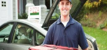 Il parcourt 200 km pour livrer la pizza préférée d'un homme en phase terminale, son courage touche le cœur !