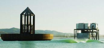 Une énorme machine à vague (40 vagues à la minute) dans un lac en Australie